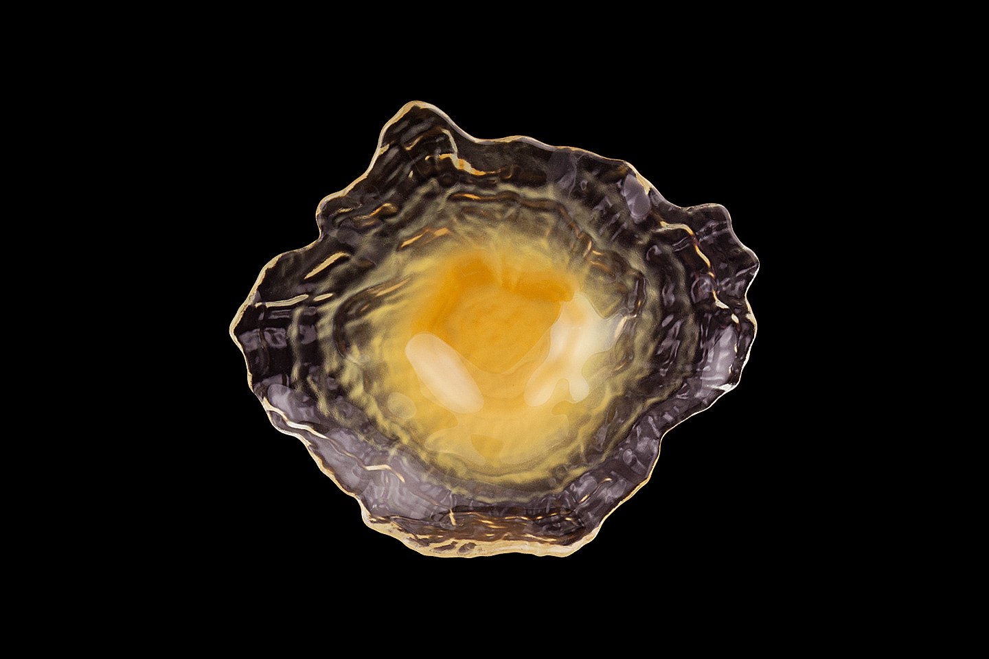 a huge image enlargement of the mandarin orange trading company oyster plate in yellow