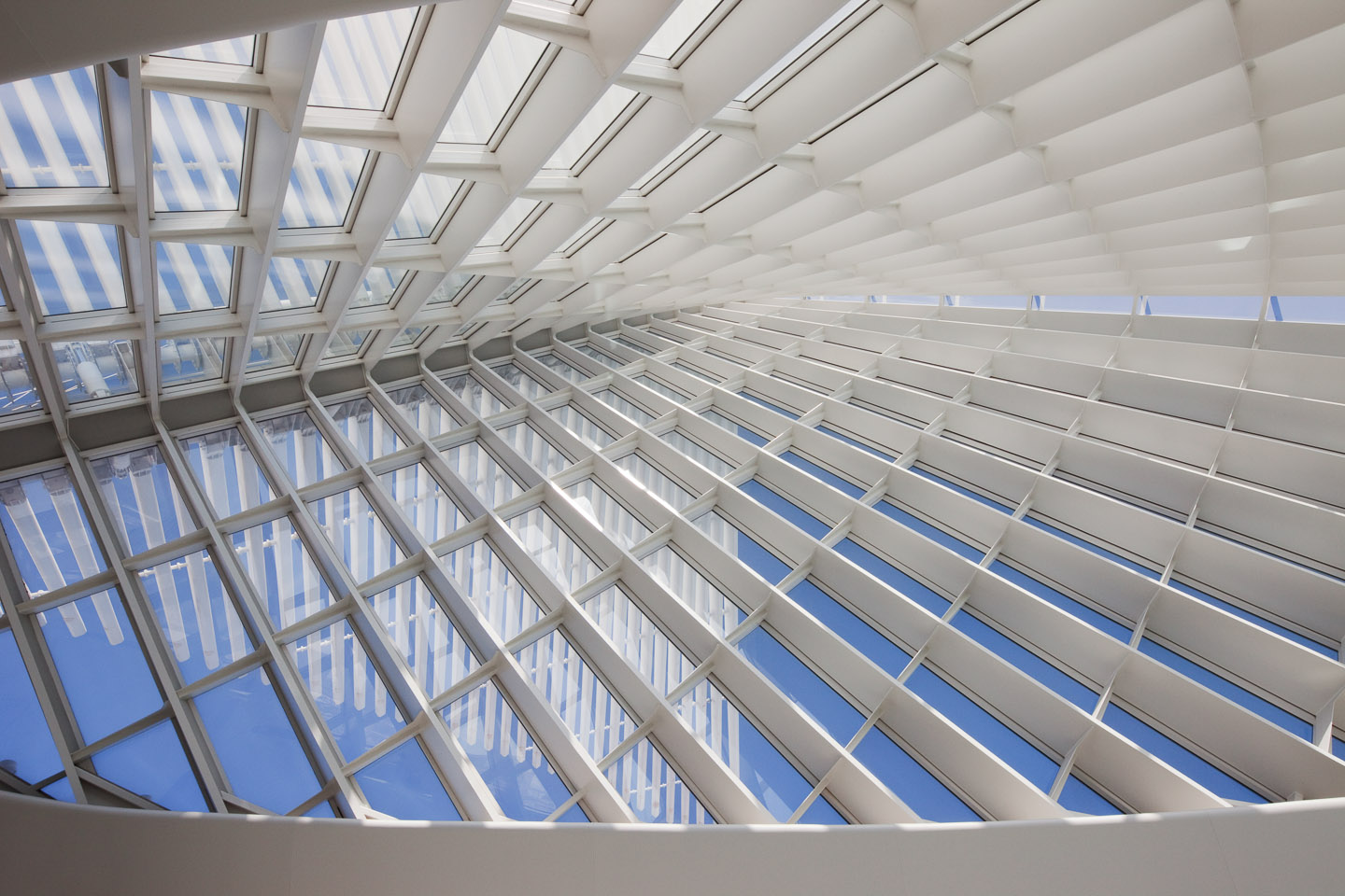 a vaulted steel & glass ceiling covers the main gallery of the Milwaukee Art Museum, designed by Santiago Calatrava, photographed by Jacob Rosenfeld